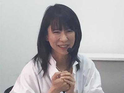 長島綾子 白いシャツ